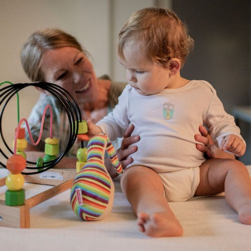 Detail behandeling baby door osteopaat Colette Peeters