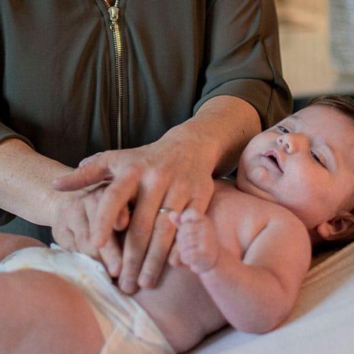 Detail behandeling baby door osteopaat
